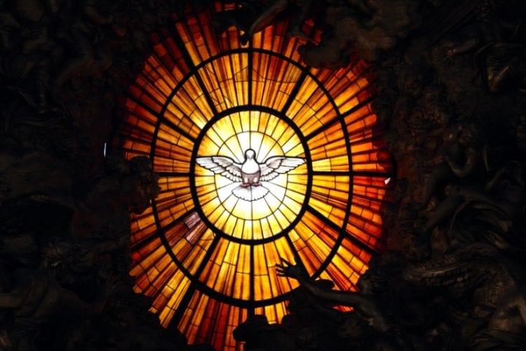 kim-jest-duch-swiety-7-biblijnych-faktow-photowidget-photo